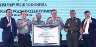 Kapolda Dan Polres Di Jajaran Polda Jatim Terima Penghargaan WBK WBBM KemenPan RB 20181210 082628
